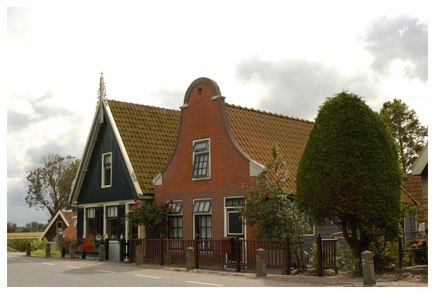 het dorp kolhorn in noord holland, nederland / een - plaatjes van het dorpje, kerk, kerkje